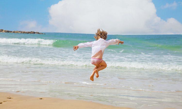 Το παιδί στον ήλιο και στη θάλασσα