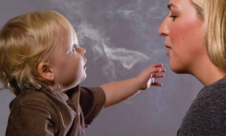 Οι γονείς καπνιστές προκαλούν καρκινικές γενετικές αλλαγές στα παιδιά