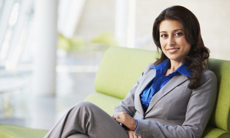 Μάθε τι κάνει κάθε επιτυχημένη γυναίκα την πρώτη ώρα στη δουλειά