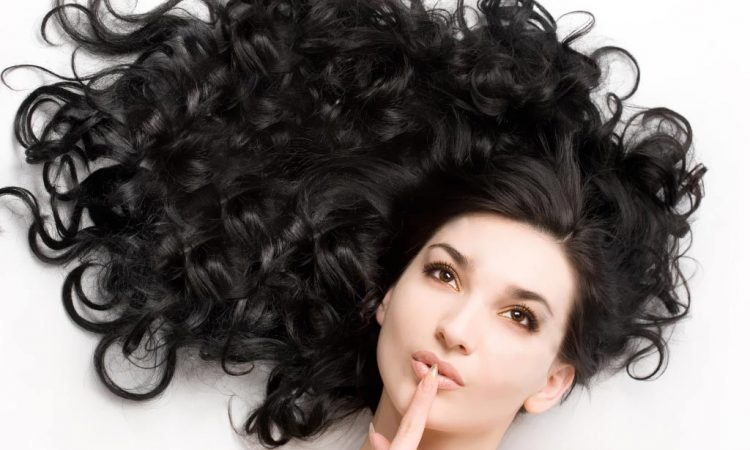 Τέλεια μαλλιά το πρωί: 5 πράγματα για να κάνεις πριν τον ύπνο