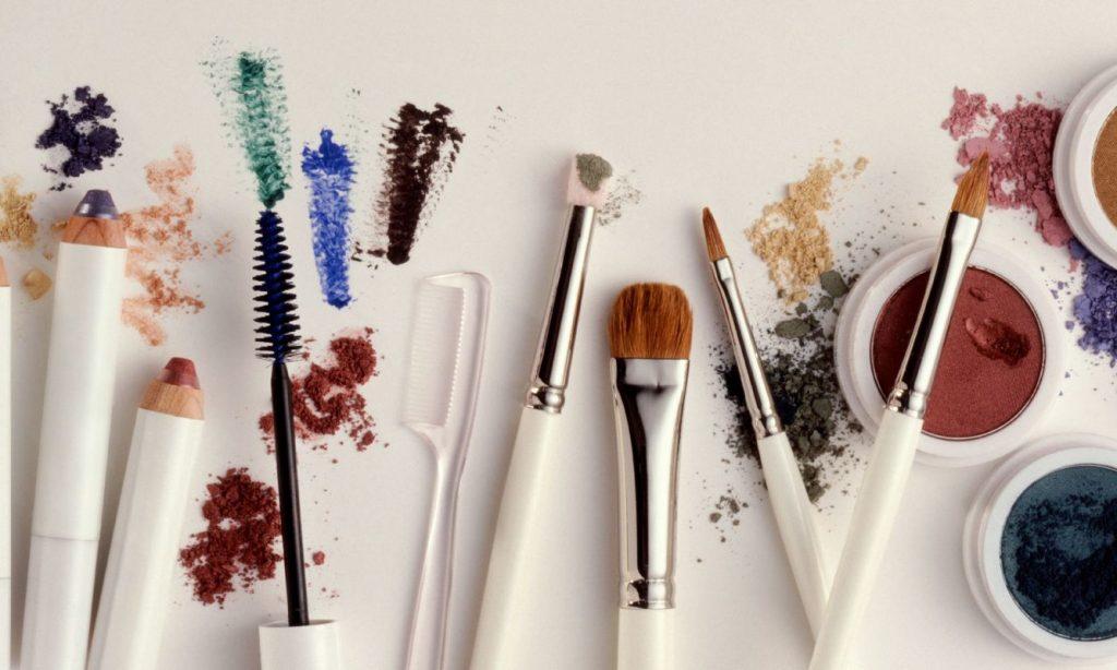 Tα προϊόντα μακιγιάζ που πρέπει να πετάξεις τη νέα χρονιά