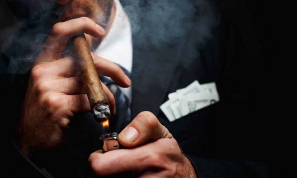 Πούρα και πίπες εξίσου επικίνδυνα για την υγεία με το τσιγάρο