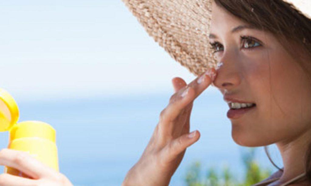 Αντηλιακό προσώπου: Πόσο σίγουρη είσαι ότι το χρησιμοποιείς σωστά;